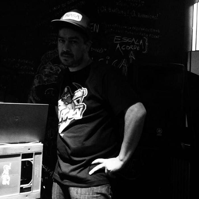 """Carlos Godoy: """"Entre tanto estilo blogger, escribir en un tono seco y distante es casi un gesto de protesta"""""""
