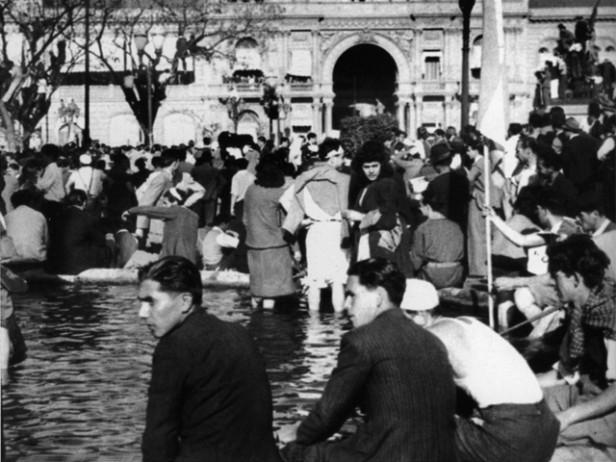 """""""Las patas en la fuente"""" - 17 de octubre de 1945"""