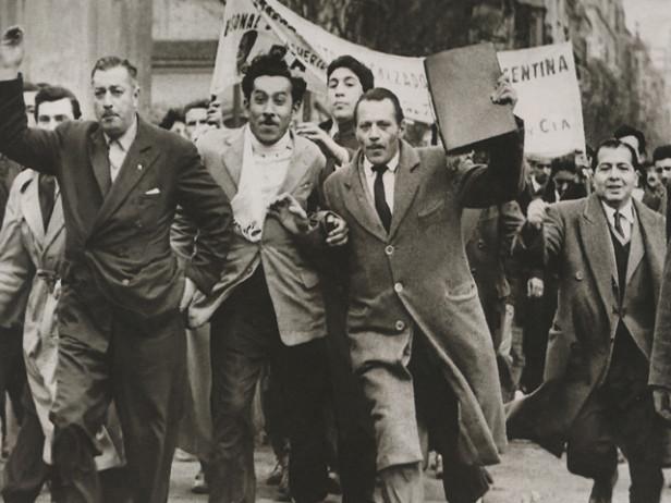 Civiles apoyando el alzamiento revolucionario