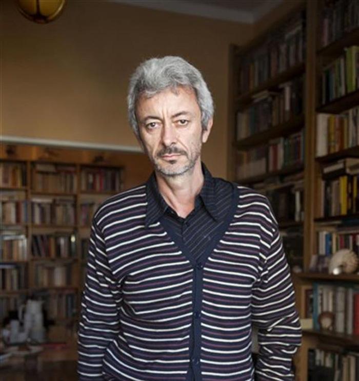"""Carlos Gamerro: """"Ya no se recurre a la literatura para pensar el país"""""""
