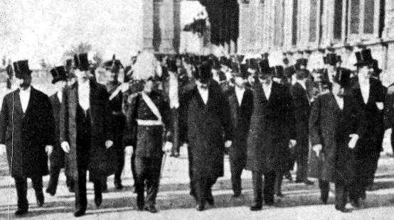 Victorino de la Plaza liderando los festejos del Centenario (1916)