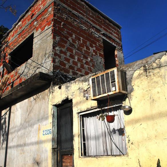 Barrio, planta alta sin revoques